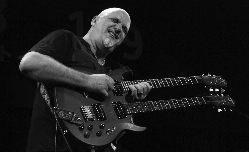 Frank Gambale, Velocidade na Guitarra, hammer on, pull of, two hands, tapping, arpejos, sweep picking, palhetada alternada, palheta hibrida, slides, bends, academia da guitarra